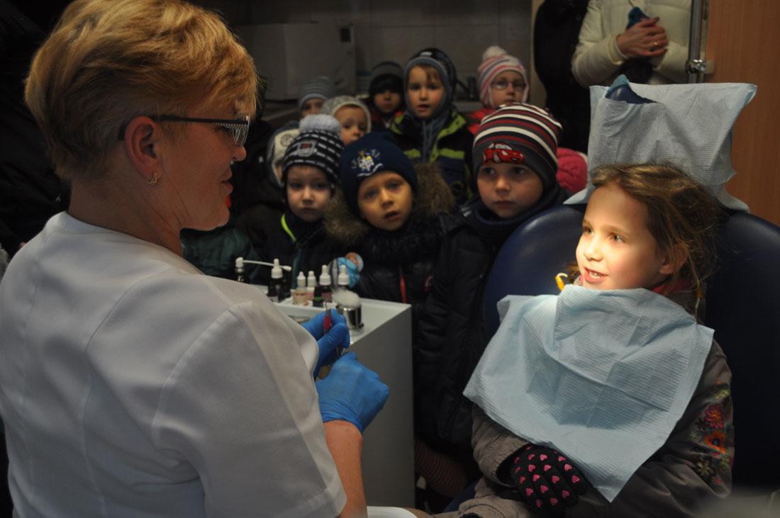 Przedszkolaki z wizytą u stomatologa