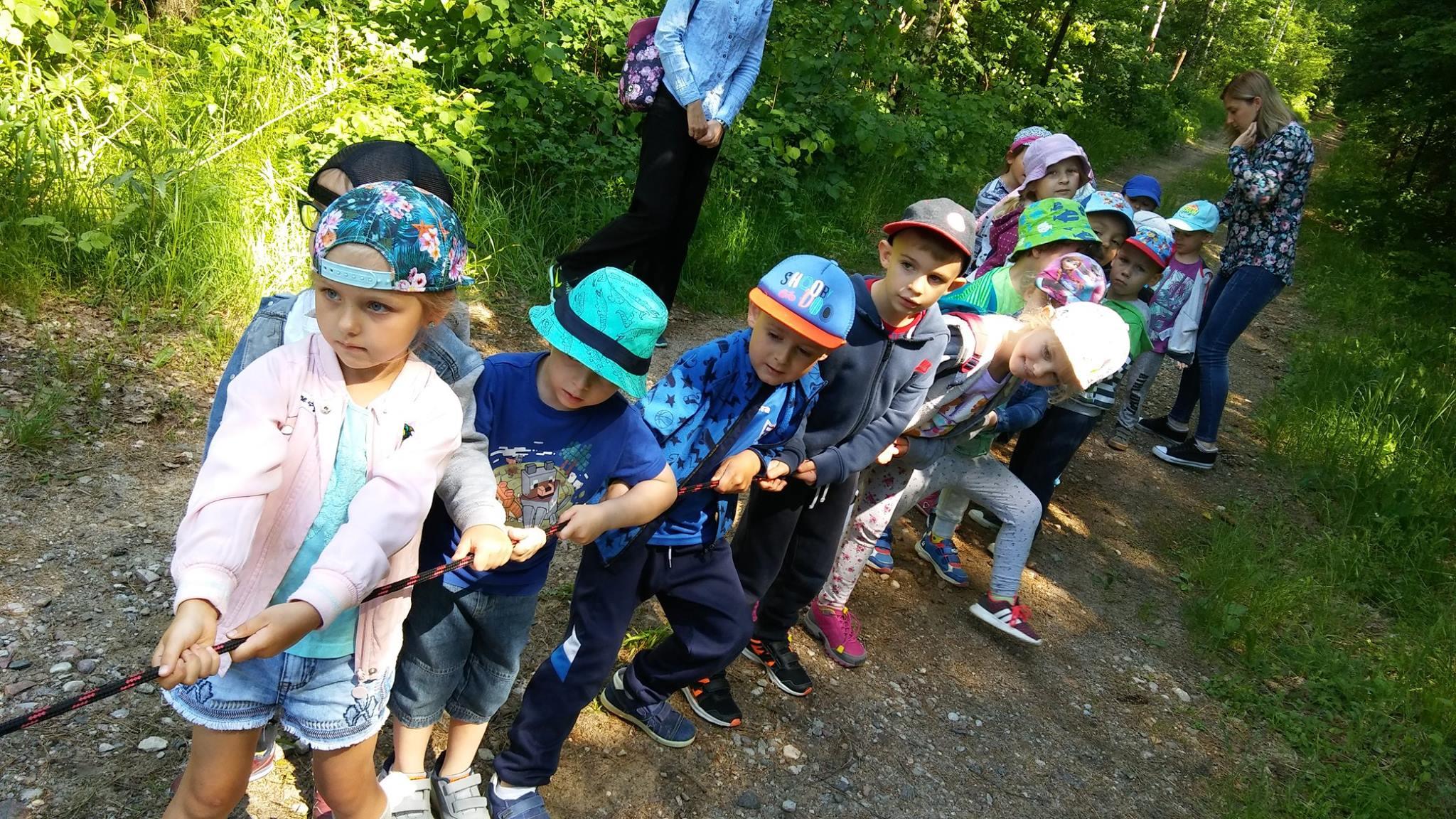 Wizyta przedszkolaków w Szkółce Leśnej w Mrozach